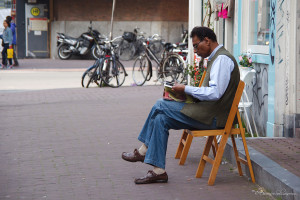 ©Reading in the street